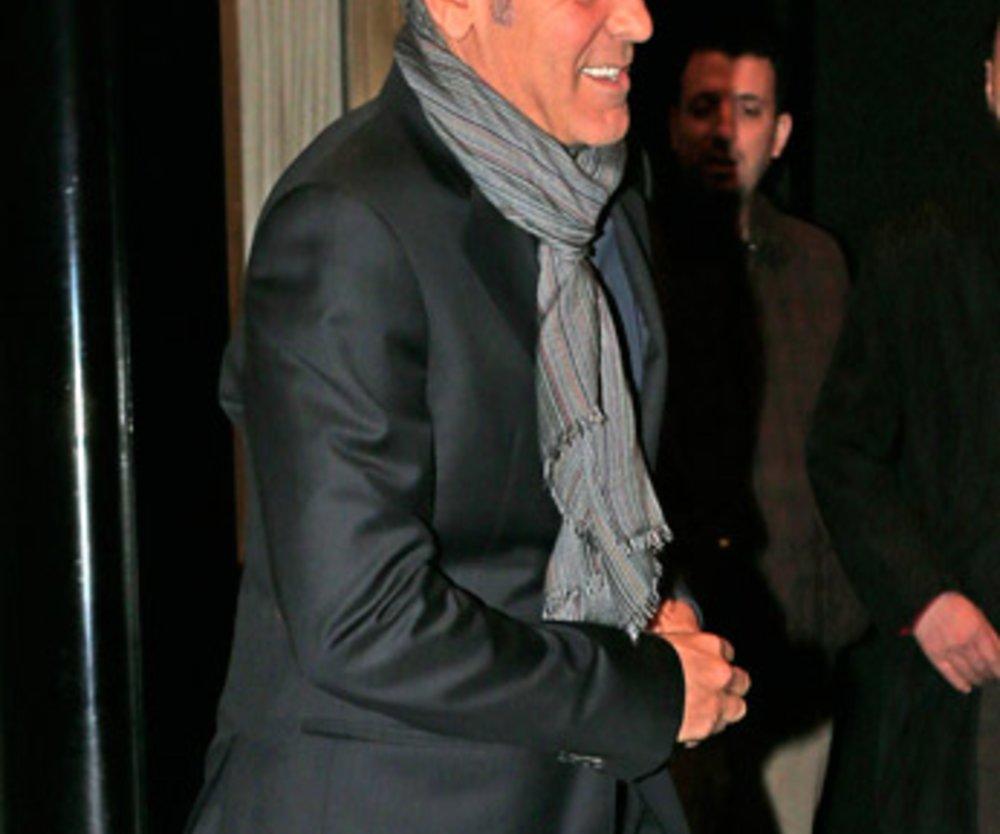 """Die Gerüchteküche um Hollywoods begehrtesten Junggesellen brodelt. Denn kurz bevor George Clooney das """"Carlyle Hotel"""" in New York verlässt..."""