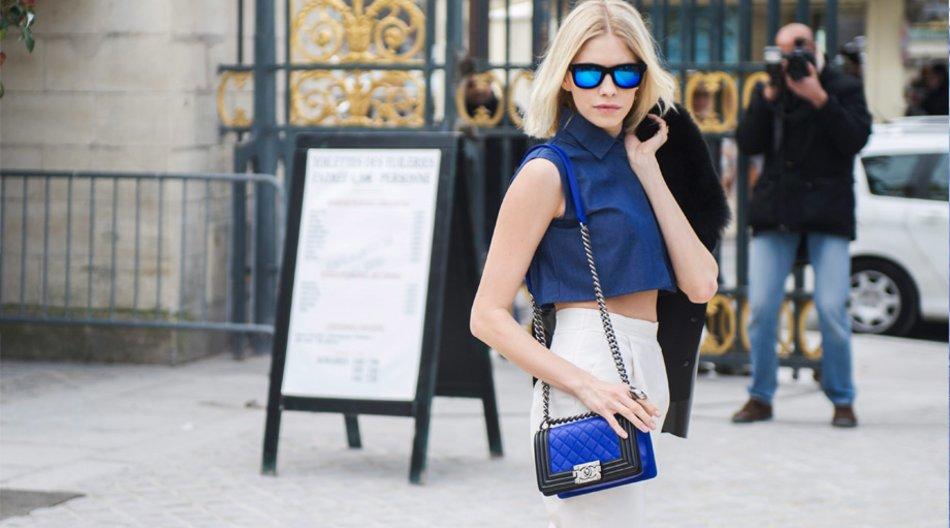 Elena P. mit blauen Gläsern