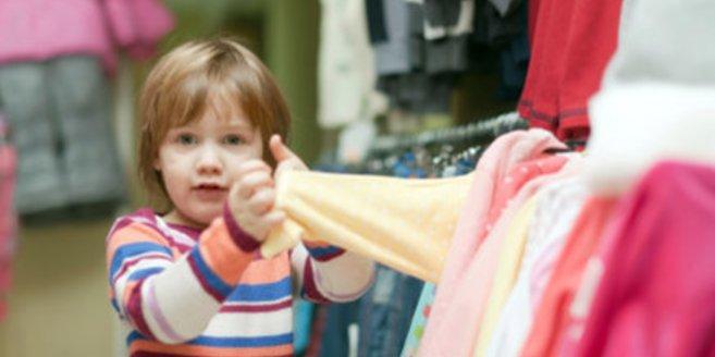Eine neue Greenpeace-Studie zeigt, wie schadstoffbelastet Kinderkleidung ist