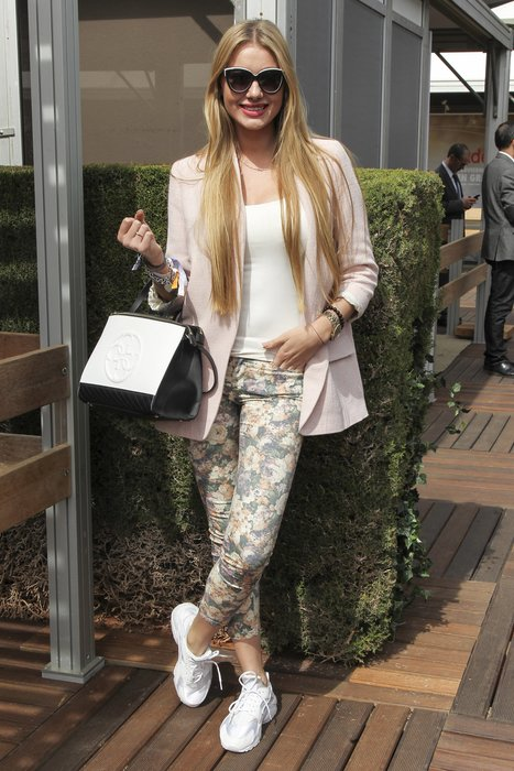 BARCELONA, SPAIN - APRIL 25: Daniela is wearing Emian Bohe sun glasses, Chanel jacket, Guess handbag, Nike trainers, Zara trousers, Blanco white shirt, Tiffany jewelry and Michael Kors watch during the Barcelona Open Banc Sabadell at the Real Club de Tenis Barcelona 1899 on April 24, 2016 in Barcelona, Spain. (Photo by Miquel Benitez/Getty Images)