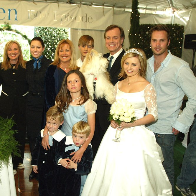 "LOS ANGELES - FEBRUARY 20: (far left) Executive producer Aaron Spelling and executive producer/creator Brenda Hampton with the family, (L to R, rear) actors Jessica Biel, Catherine Hicks, David Gallagher, Stephen Collins, Barry Watson, (front) twins Nikolas and Lorenzo Brino, Mackenzie Rosman and Beverley Mitchell pose at a reception to celebrate 150 episodes of The WB's ""7th Heaven"" on February 20, 2003 in Los Angeles, California. (Photo by Kevin Winter/Getty Images)"