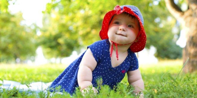 Baby mit viel Babyspeck