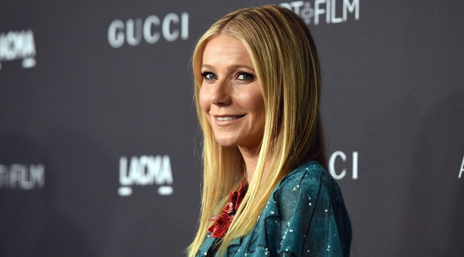 Actress Gwyneth Paltrow arrives for the LACMA 2015 Art+Film Gala Honoring James Turrell and Alejandro G Iñárritu, Presented by Gucci at LACMA in Los Angeles, California on November 7, 2015. AFP PHOTO/MARK RALSTON (Photo credit should read MARK RALSTON/AFP/Getty Images)