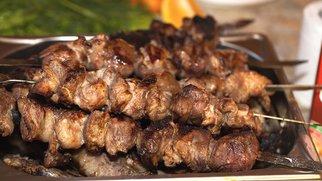 Fleischspieße mit Korianderöl