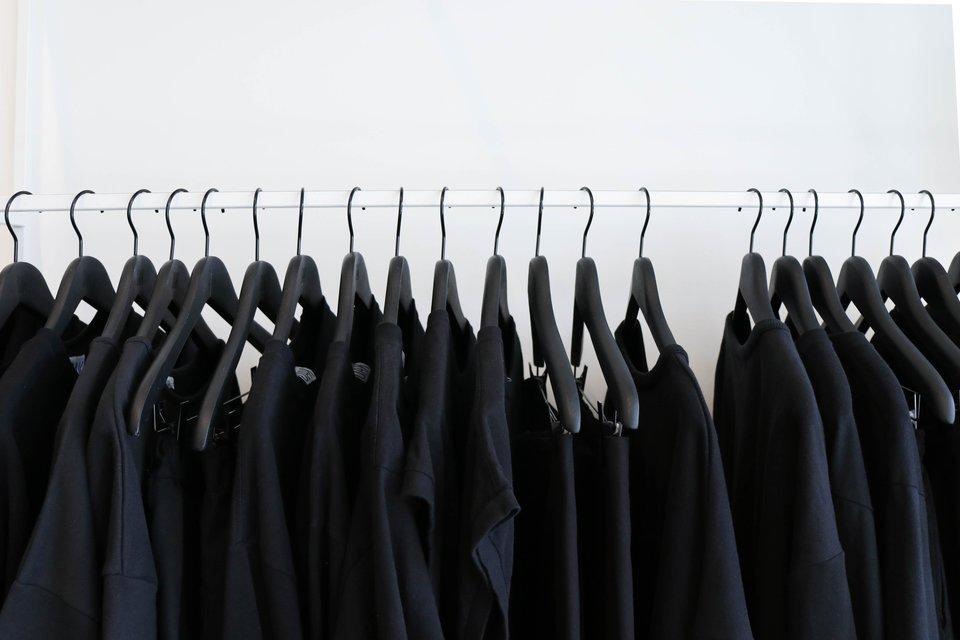 Schwarze flecken auf weißer wäsche nach waschen