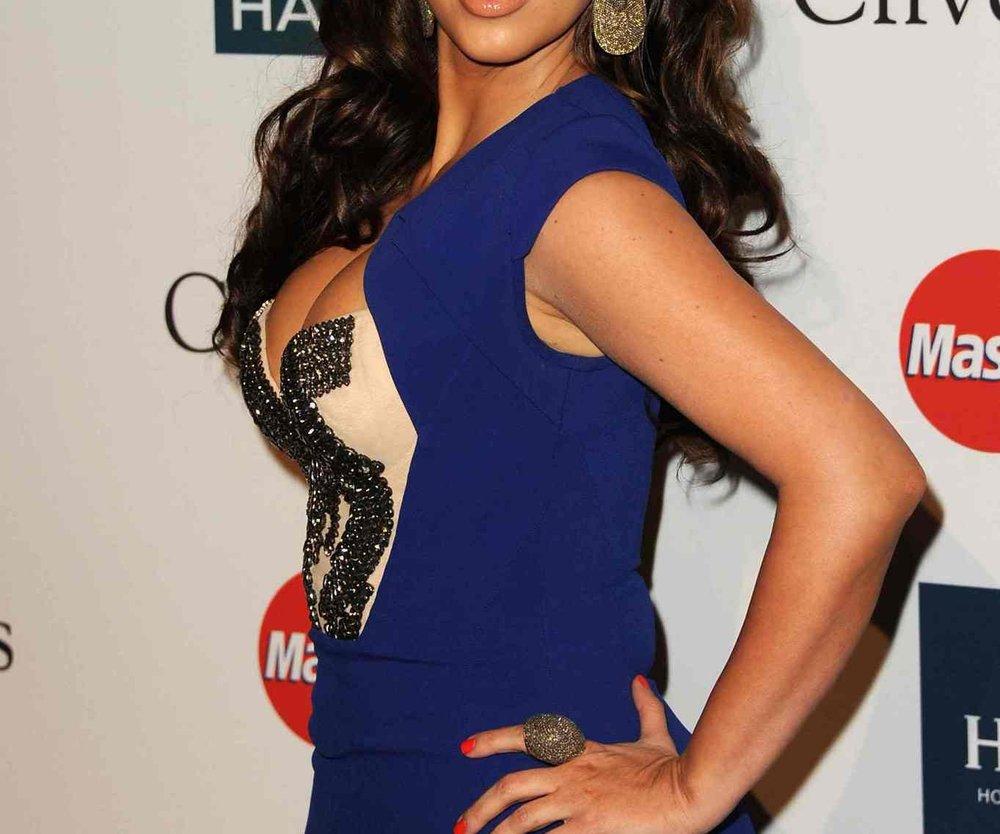 Kim Kardashian zeigt stolz ihre neuen Kurven