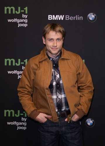 Max Riemelt auf einer Fashion-Party