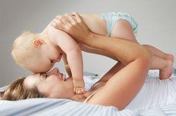 Baby, 12 Monate, auf Mamis Am