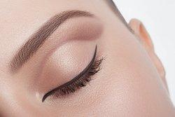Augenbrauen färben lassen