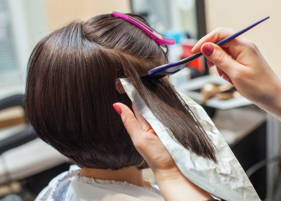 Braune kurze haare mit highlights