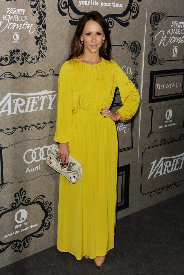 Jennifer Love Hewitt im gelben Kleid