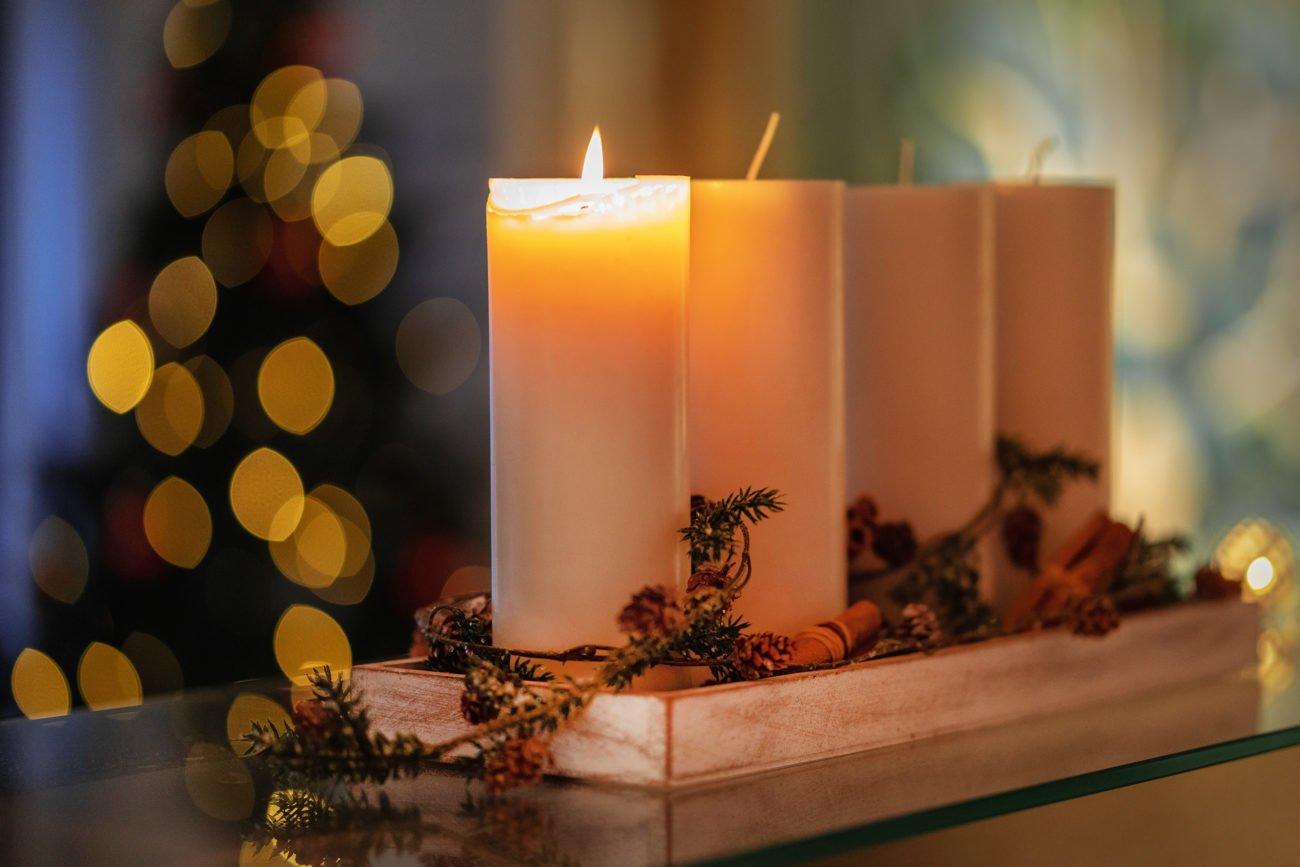 klassisches Adventsgesteck selber machen