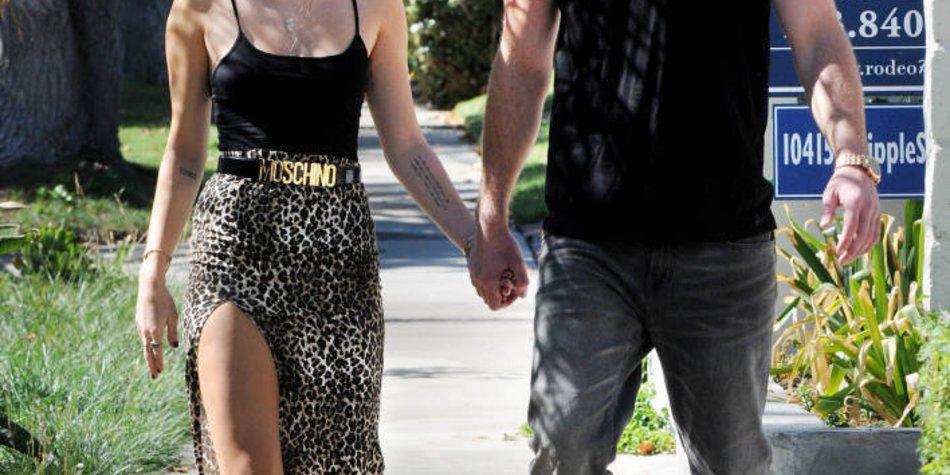 Miley Cyrus ist doch mit Liam Hemsworth zusammen!
