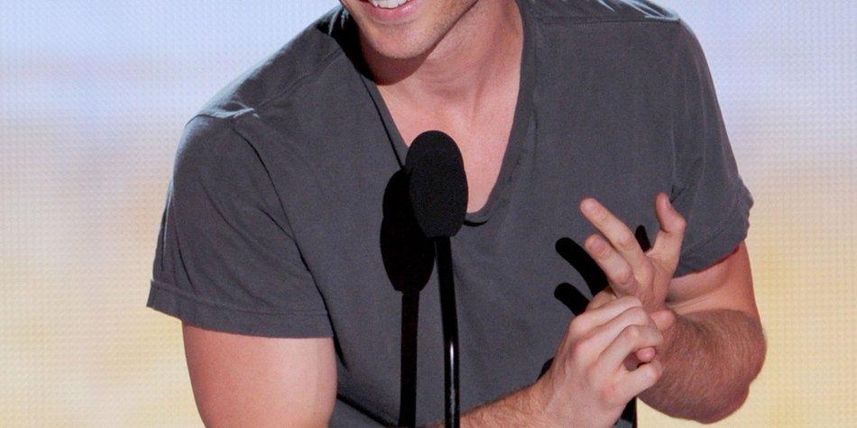 Ian Somerhalder verlost sein verschwitztes Shirt