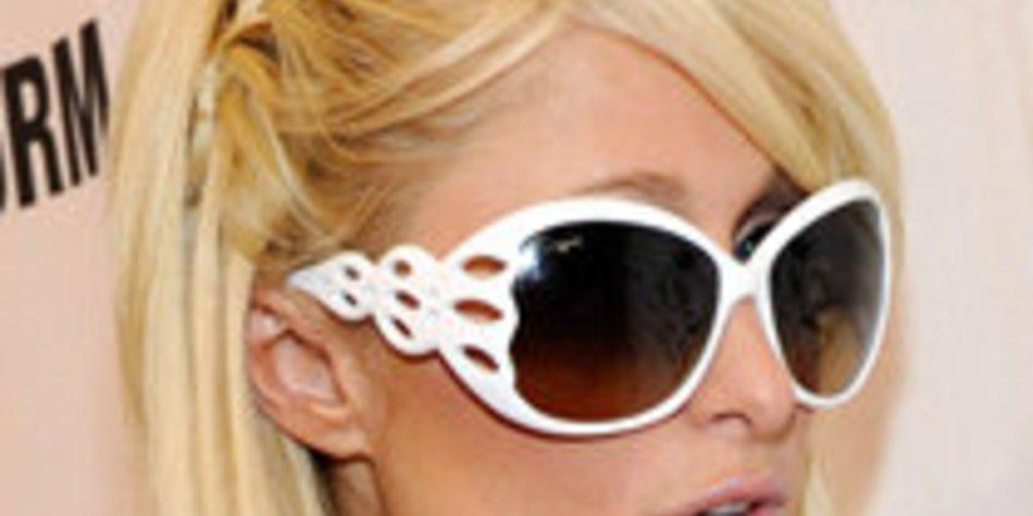 Paris Hilton planscht fröhlich auf Hawaii