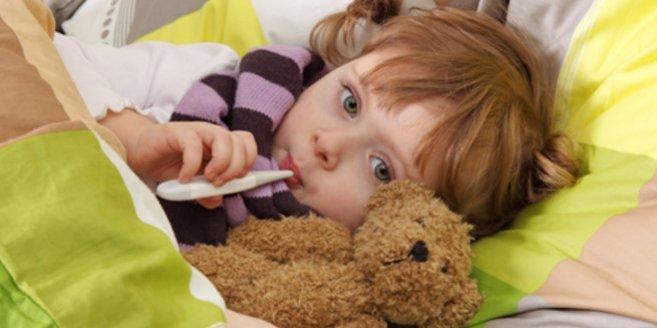 Mumps: Kind im Bett