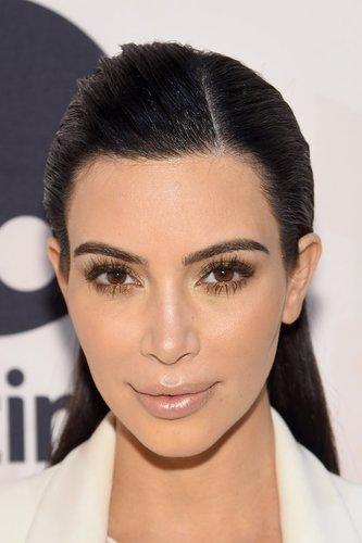 Kim Kardashian mit langen Fake Lashes