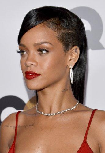 Rihanna: Sidecut mit Seitenscheitel