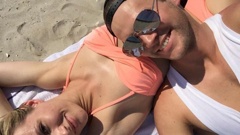 Die Bachelorette: Anna und Marvin verliebt am Strand