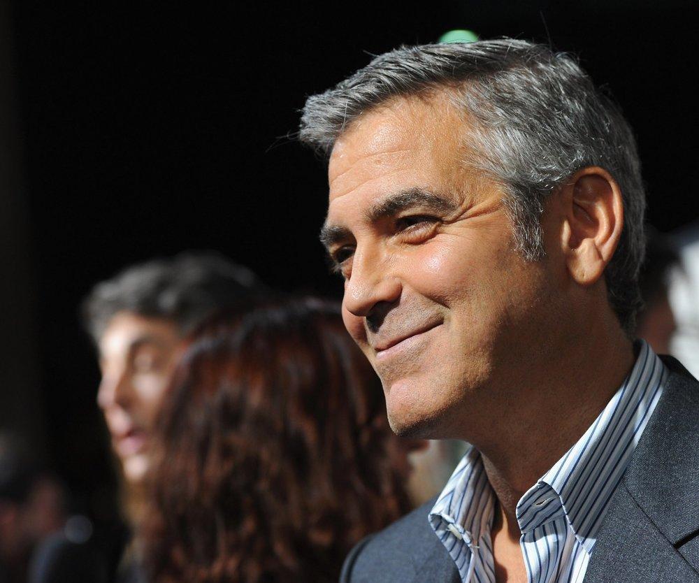George Clooney singt Geburtstagsständchen