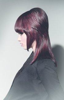 Toupiert: Dunkle Haare