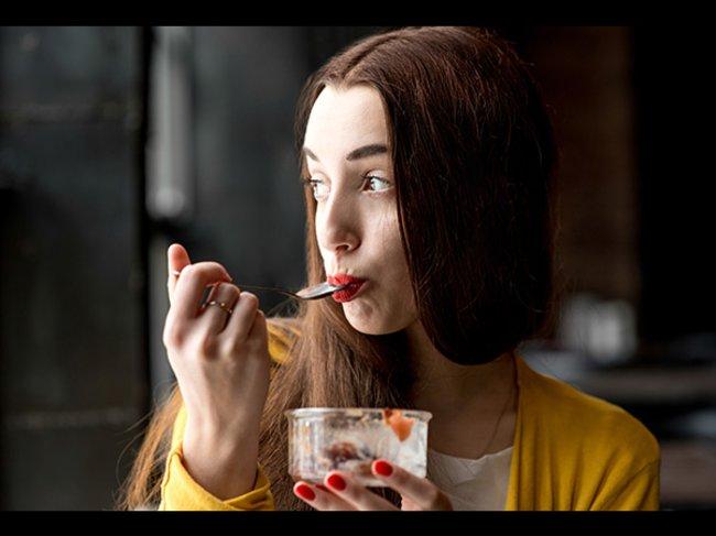 Frau beim Essen