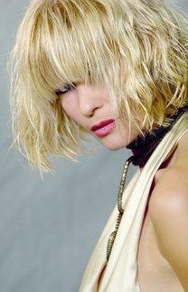 Blonde, kurze Wellen
