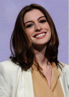 Anne Hathaway: Austritt aus Kirche