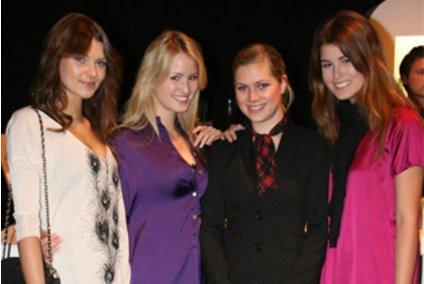 Janina, Caroline und Raquel von Germanys Next Topmodel auf der Fashion Week in Berlin
