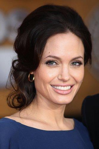 Stylische Frisur bei Angelina Jolie