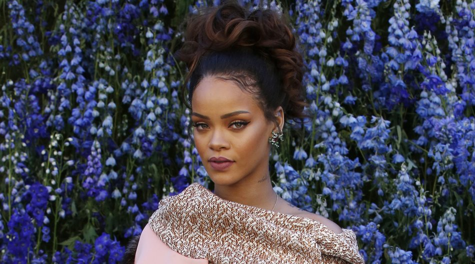 Barbadian singer Rihanna poses prior to the start of the Christian Dior 2016 Spring/Summer ready-to-wear collection fashion show, on October 2, 2015 in Paris. AFP PHOTO / PATRICK KOVARIK (Photo credit should read PATRICK KOVARIK/AFP/Getty Images)