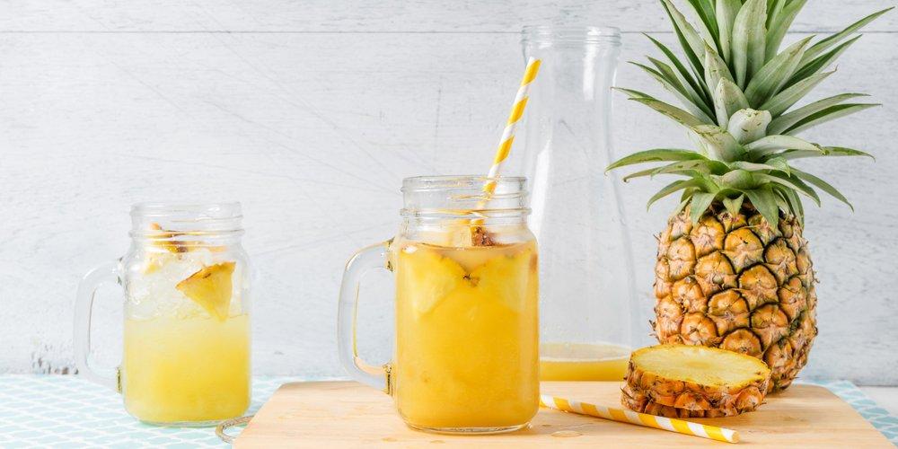 Ananassaft stand bisher nicht so wirklich auf deinem täglichen Getränke-Plan? Dann solltest du das deiner Gesundheit zu Liebe ganz schnell ändern!