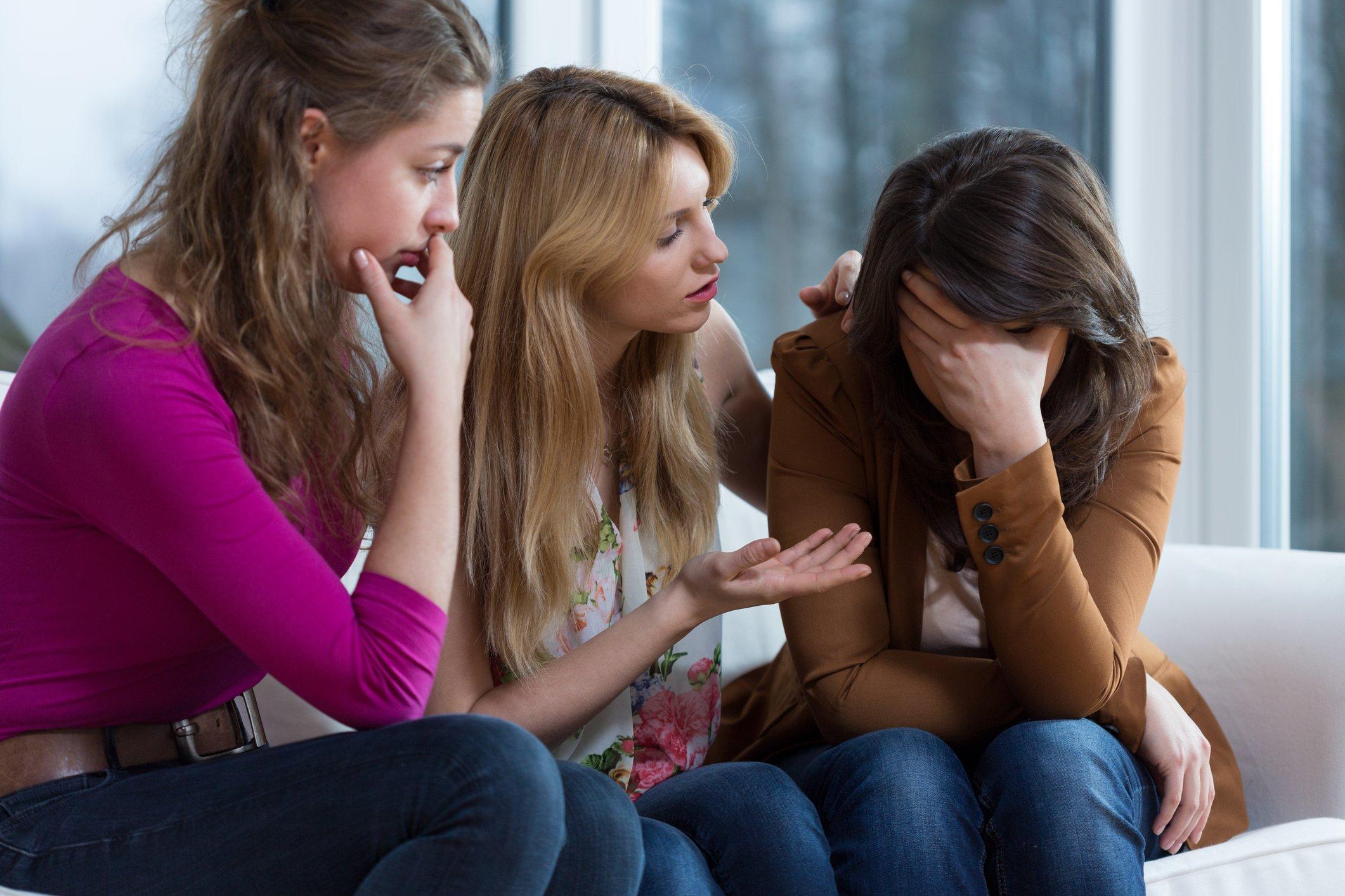 Gute Freunde können am besten über Liebeskummer hinweg trösten.