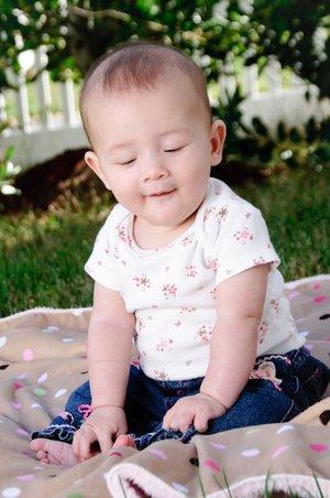 Süßes Baby auf Decke
