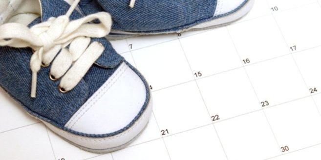 Geburtsterminrechner: Babyschuhe auf Kalender