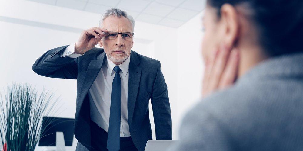 Aufgepasst beim Job Interview! Diese 12 absoluten No-Go-Sätze können dich in einem Bewerbungsgespräch ganz schnell disqualifizieren.