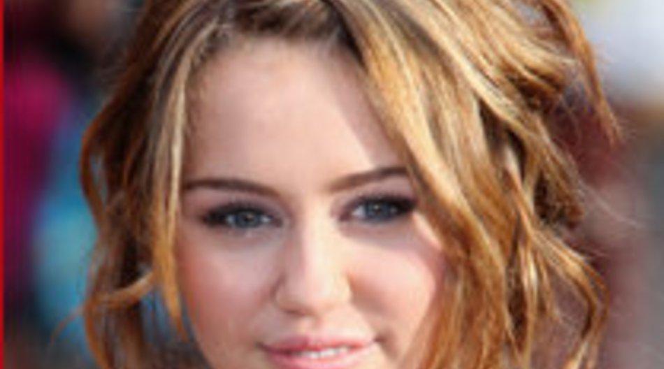 Miley Cyrus übergibt Grammy Award