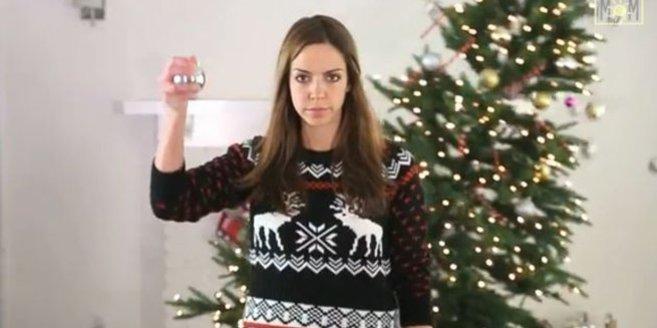 """Weihnachtsfilm """"The Holidays"""": Mutter lässt den Weihnachtsbaum hochgehen."""