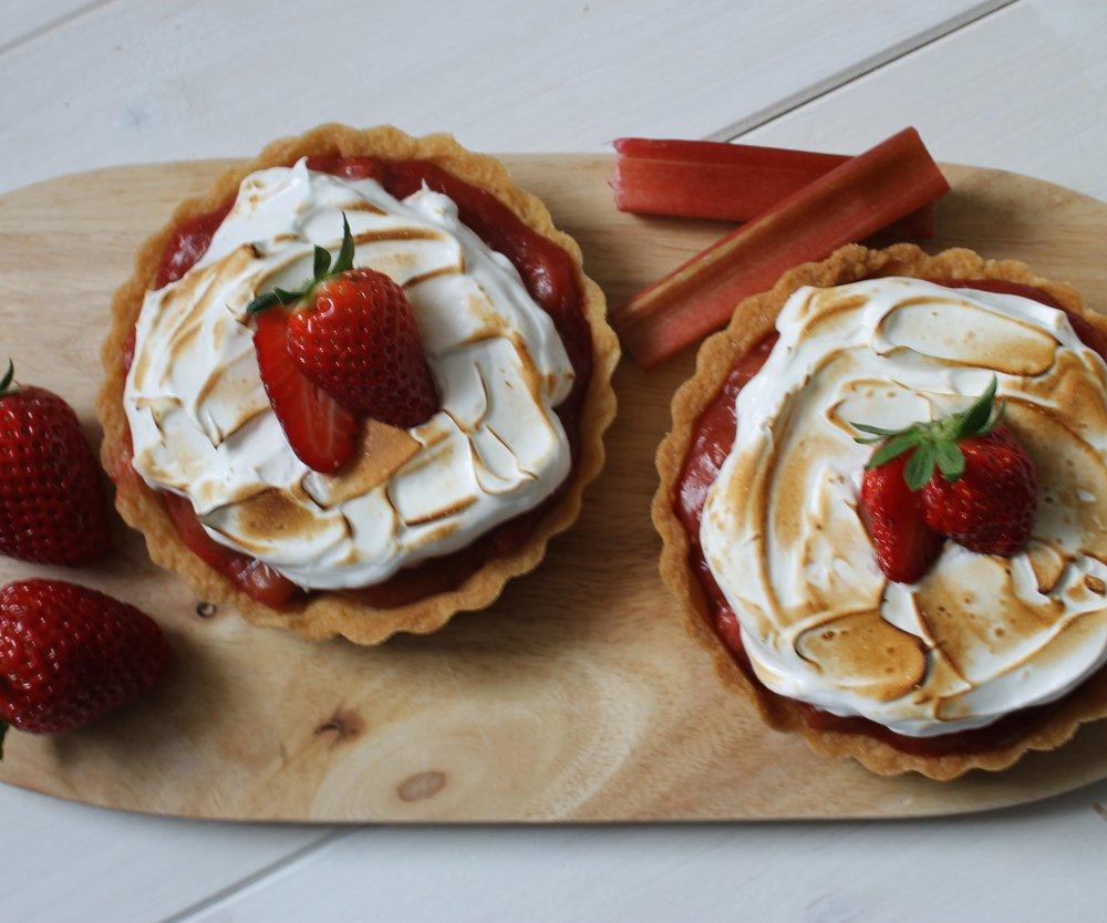 Sommer aus dem Ofen: Erdbeer-Rhabarber-Tartelettes