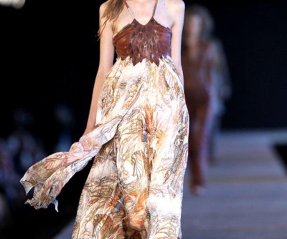 Langes Kleid mit Lederbesatz