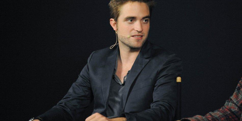 Robert Pattinson bekommt Zahnstocher geschenkt