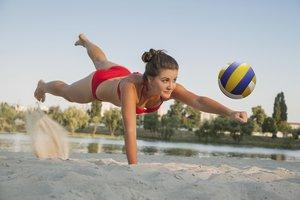 Für die Teamplayer bietet sich Mannschaftssport an. Besonders reizvoll im Sommer ist Beachvolleyball.