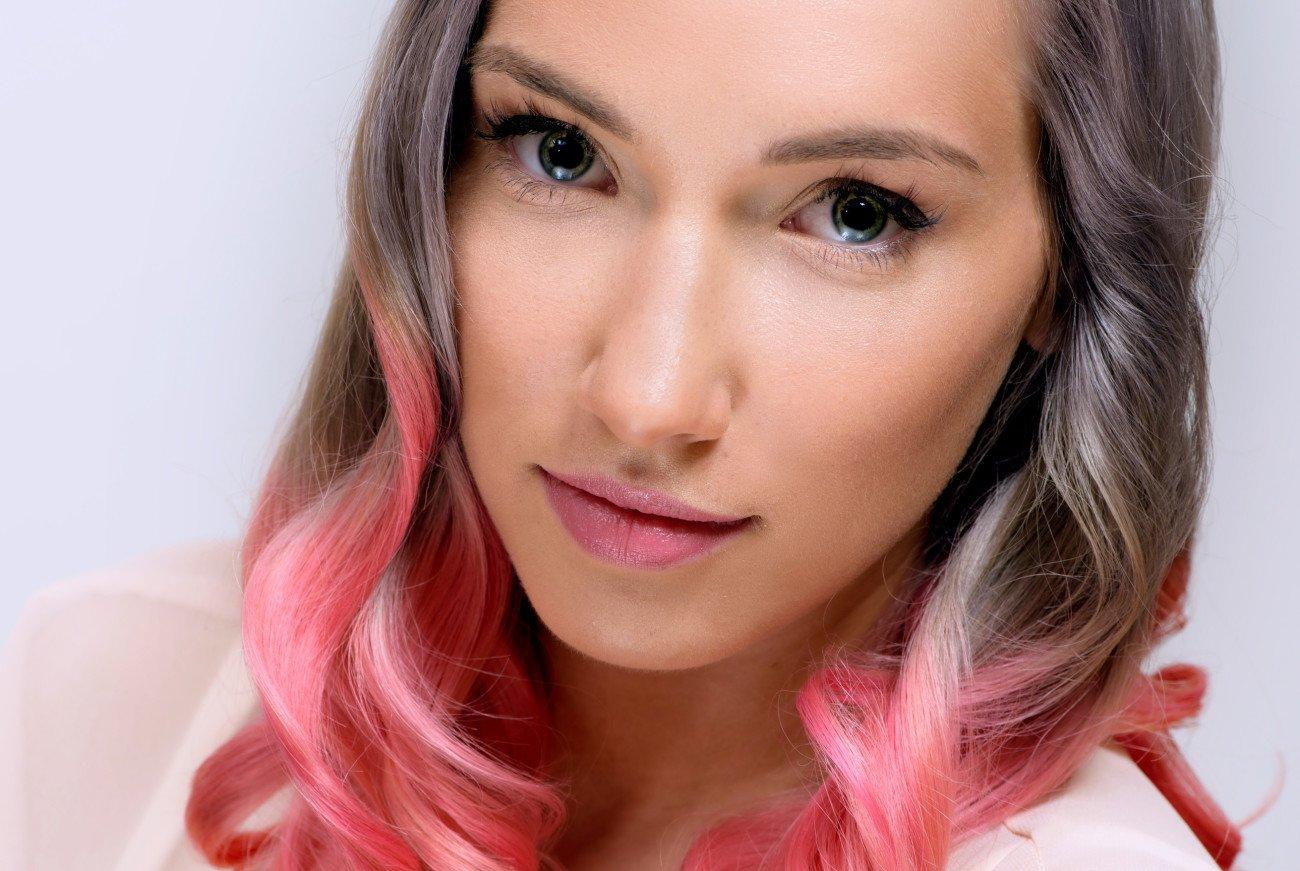 Haare färben mit Krepppapier