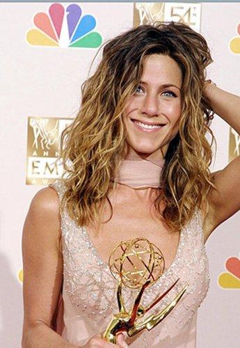 Jennifer Aniston mit welligem Haar
