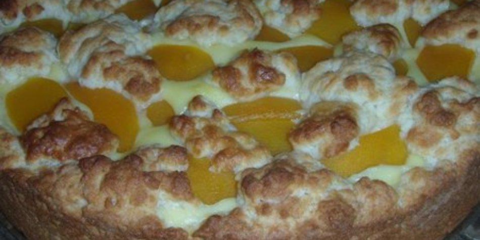 Beschwipster Puddingkuchen mit Pfirsichen