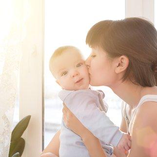 Neugeborenes besuchen