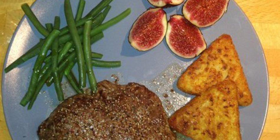 Rinderfilet an Kartoffelröstis mit grünen Bohnen