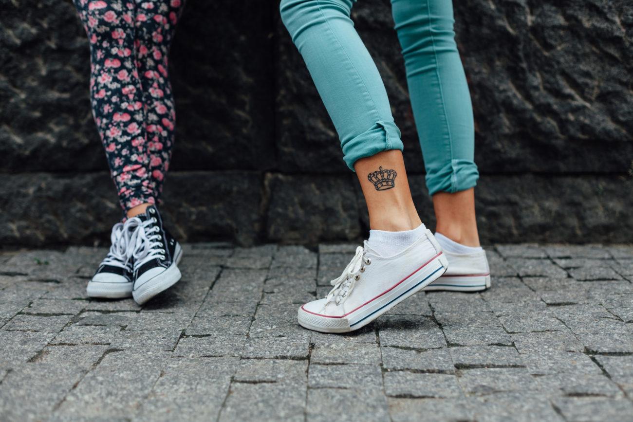krone tattoo bedeutung und motiv ideen f r deinen royalen auftritt. Black Bedroom Furniture Sets. Home Design Ideas