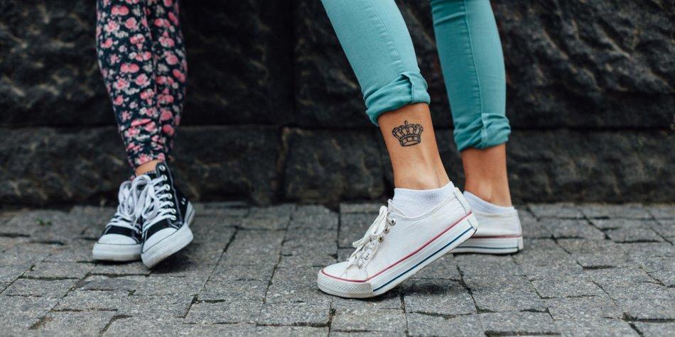 Ein Krone-Tattoo liegt voll im Trend