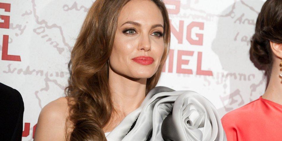 Angelina Jolie auf der Suche nach Trauzeugen